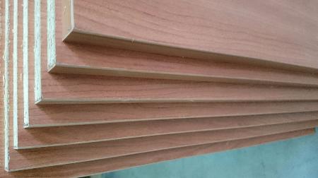 Tableros a medida, cortados y canteados en cerezo