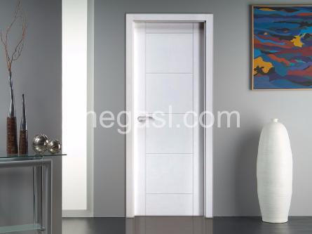 Puerta lacada en blanco modelo Mara