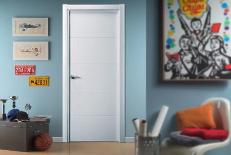 Puerta lacada en blanco fresada modelo Mapi