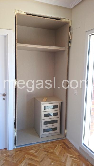 Interiores de armario a medida en madrid armarios madrid - Modulos interior armario ...