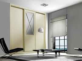 Frente de armario corredera, lacado con vitrina central, lacado en crema