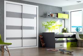 Elegante armario de puertas correderas, combinando cristal lacado blanco con bandas en gris