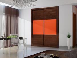 Armario empotrado puertas correderas en nogal con cuadro central en naranja
