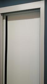 Frente de armario corredera lacado en blanco, lineas curvas fresadas