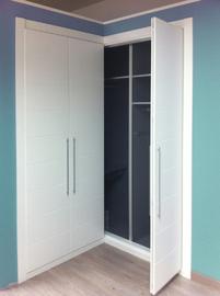 Armario de puertas plegables, lacado en blanco, fresado mod Mapi